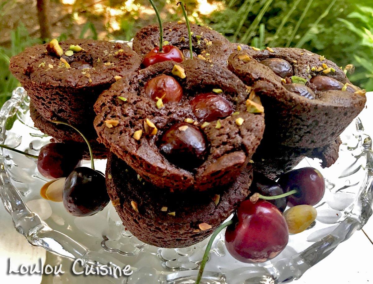 Muffins cu cirese si ciocolata