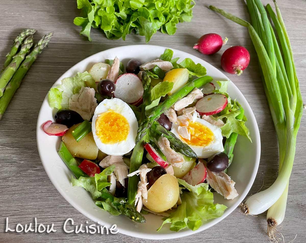 Salata cu ton, sparanghel si cartofi noi